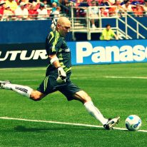 Football-soccer-kick-lunge